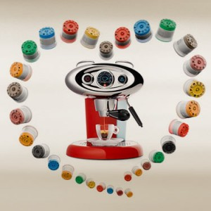 AKTIE krijg een Illy opschuimer (t.w.v. 79,00 ) kado bij aankoop van een Illy capsule machine vanaf 89,00 beschikbaar.